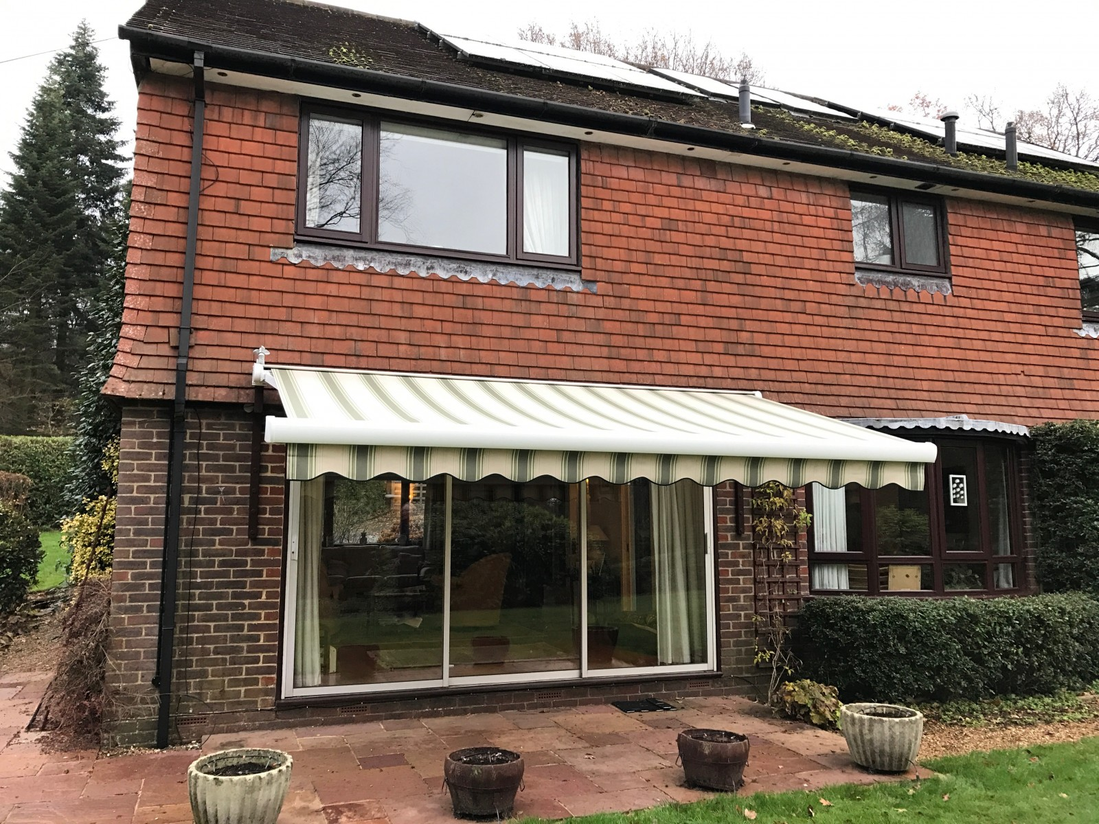 Patio door awnings uk markilux 6000 markilux patio for Balcony awning
